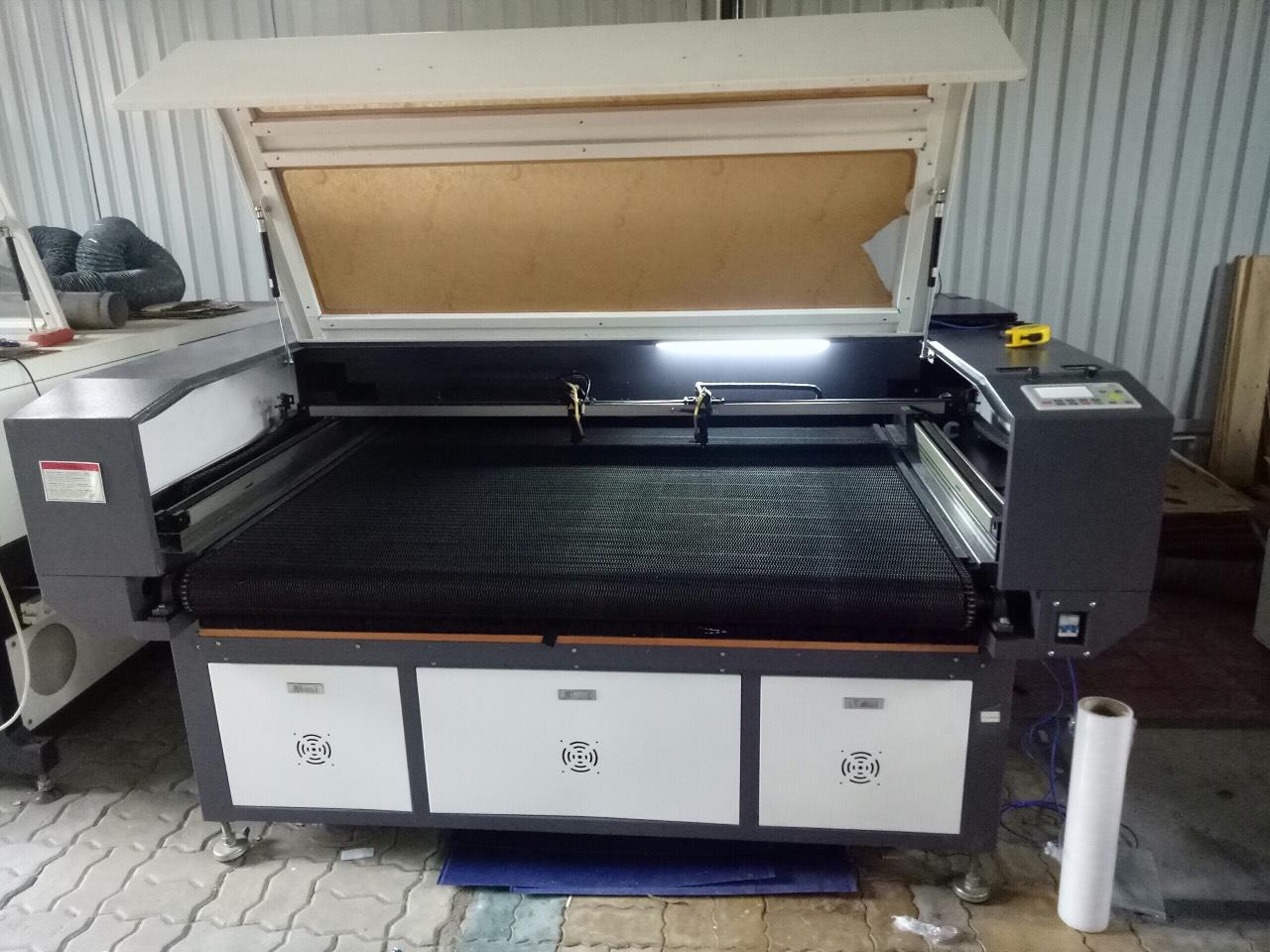 Máy cắt vải laser